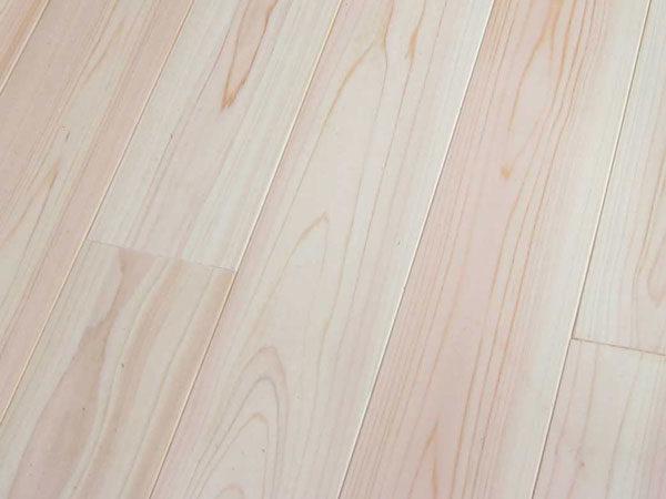 檜 無垢材のフローリング