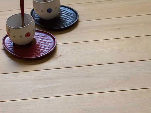 桜 無垢材のフローリング
