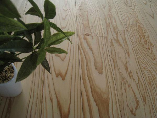 杉 無垢材のフローリング